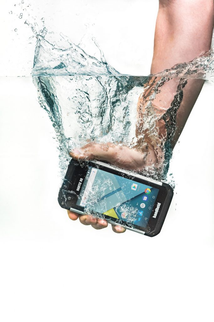 foto dell'Handeld Nautiz X9 Rugged in acqua